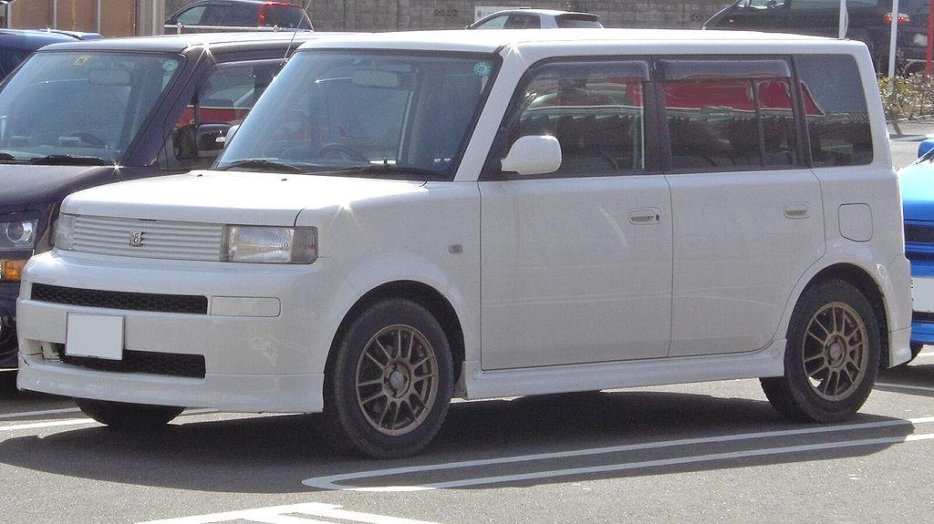 トヨタbBとはどんな車?|特徴・性能・評判
