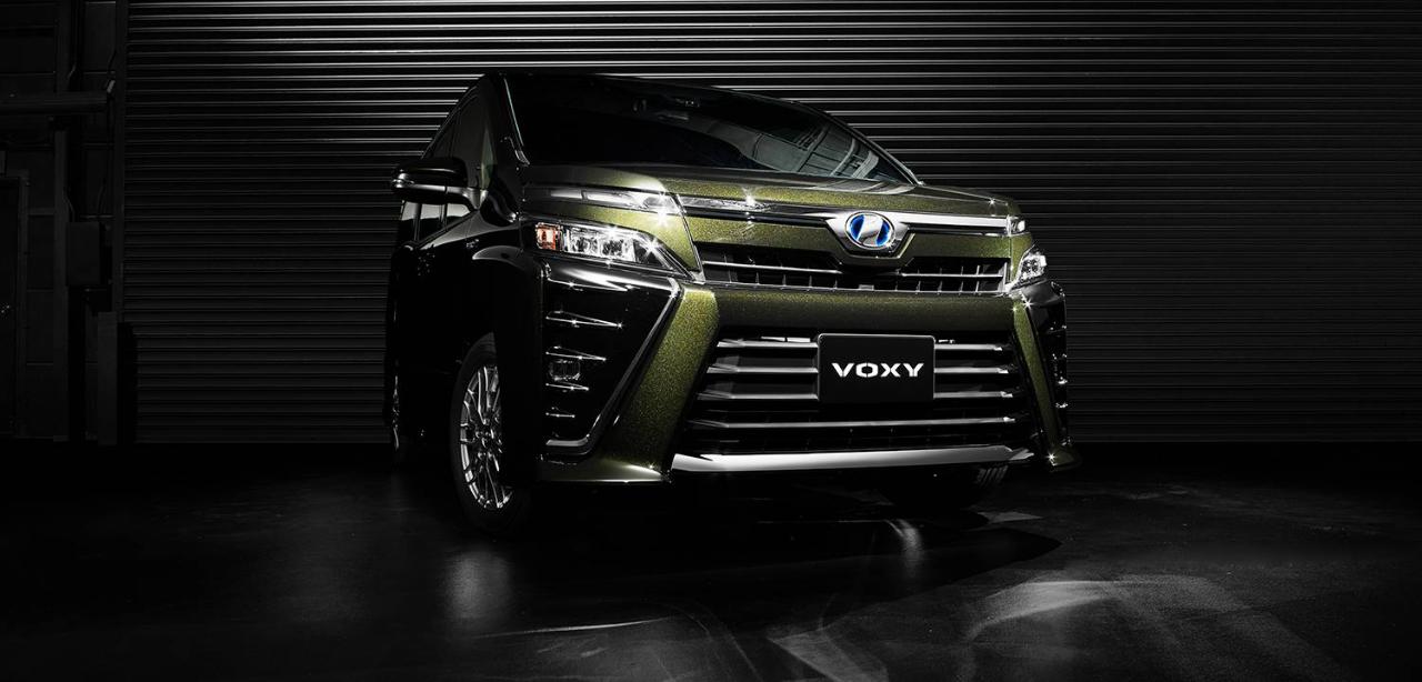 トヨタボクシー(ヴォクシー・VOXY)とはどんな車?|特徴・性能・評判